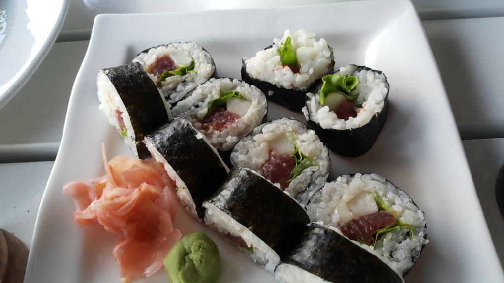フィジーデナラウ港 レストラン ルル マグロ巻き寿司