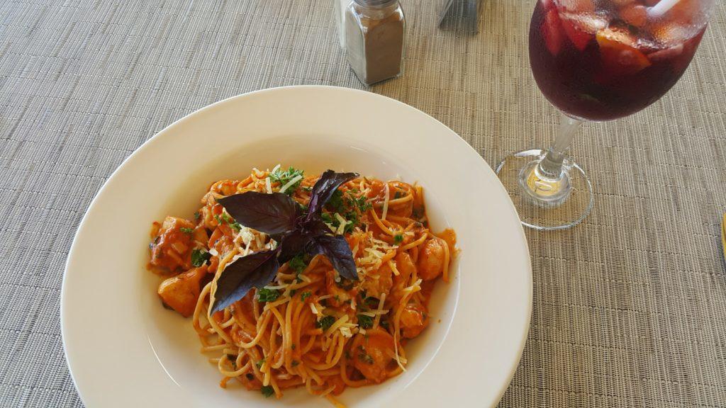 フィジーデナラウ港 レストラン フィッシュボーン シーフードパスタ