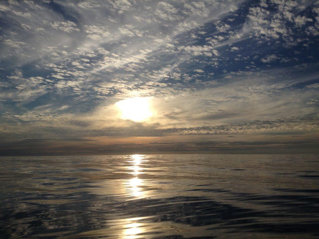 ラグラン船釣り 鏡のような水面