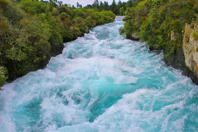 ニュージーランド タウポ フカ滝