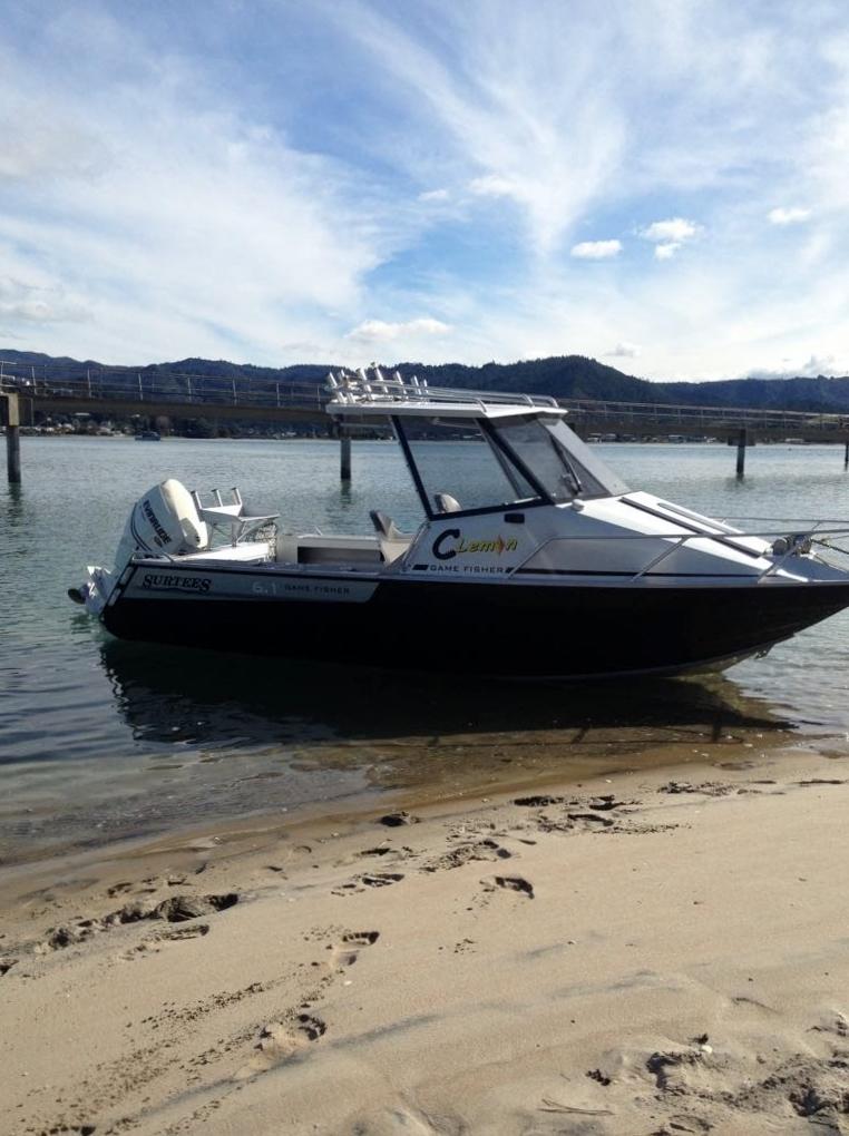 ニュージーランド魚釣り ボート
